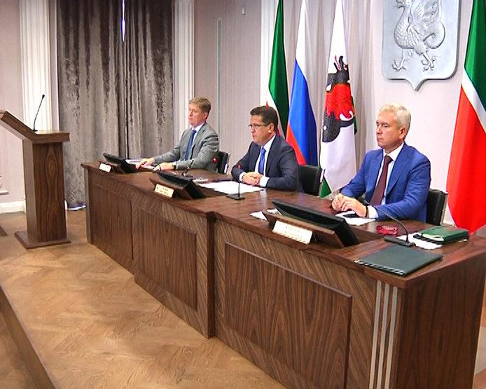 До конца лета в 20 поселках Казани отремонтируют дороги