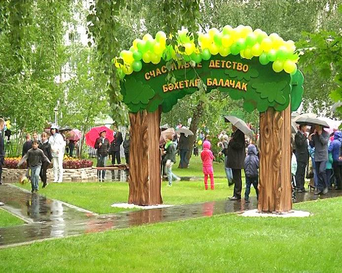 Рустам Минниханов и Ильсур Метшин посетили праздник двора у дома №56 по пр.Победы