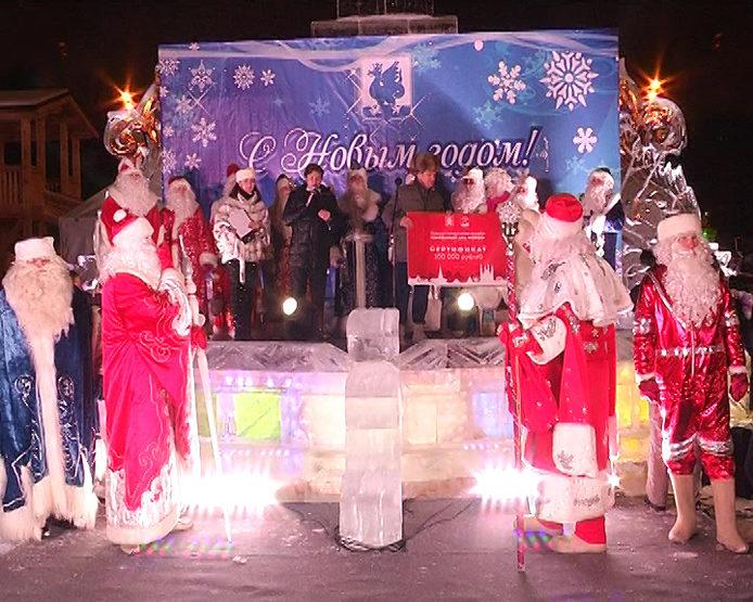 В Казани возле театра кукол открылся ледовый городок, 29.12.2016