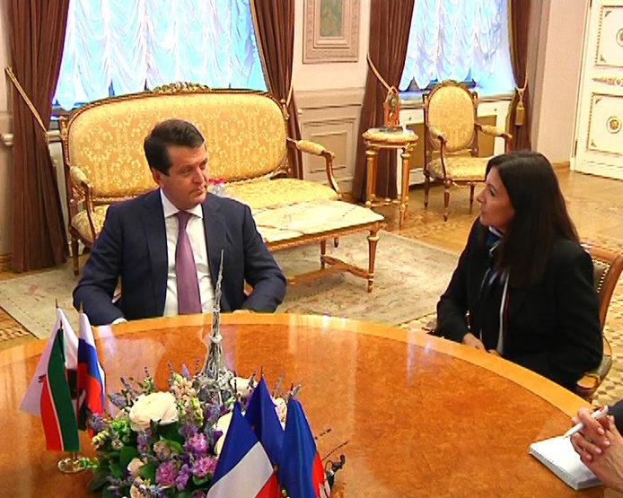 Мэры Казани и Парижа обсудили сотрудничество двух городов
