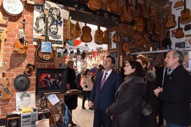 Анн Идальго һәм Илсур Метшин Социаль-көнкүреш музеенда булды