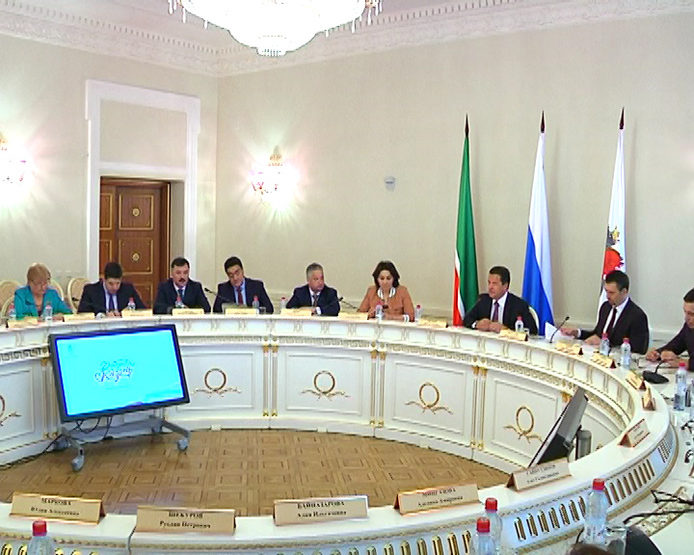 Ilsur Metshin met with representatives of charitable organizations of Kazan at the City Hall, 04/13/2017