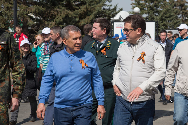 Р.Минниханов и И.Метшин приняли участие в субботнике в парке Победы