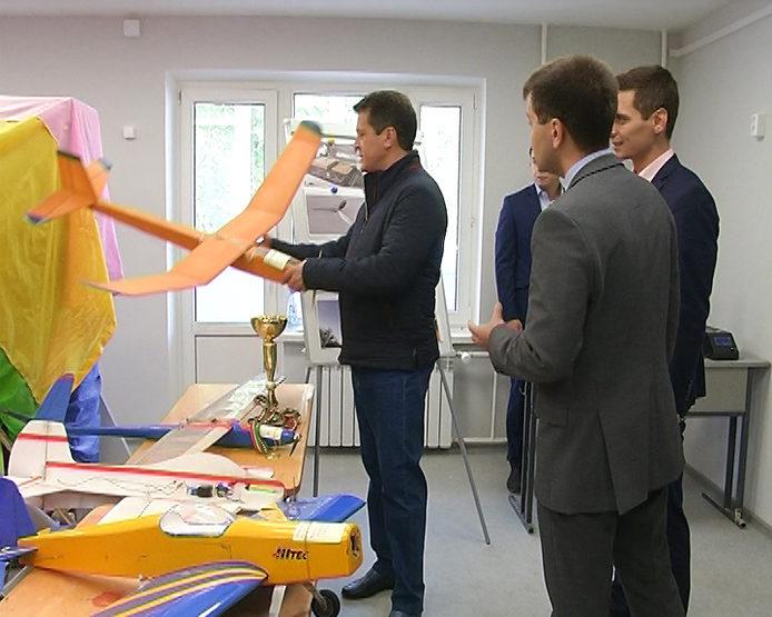 """И.Метшин осмотрел подростковый клуб """"Авангард"""""""