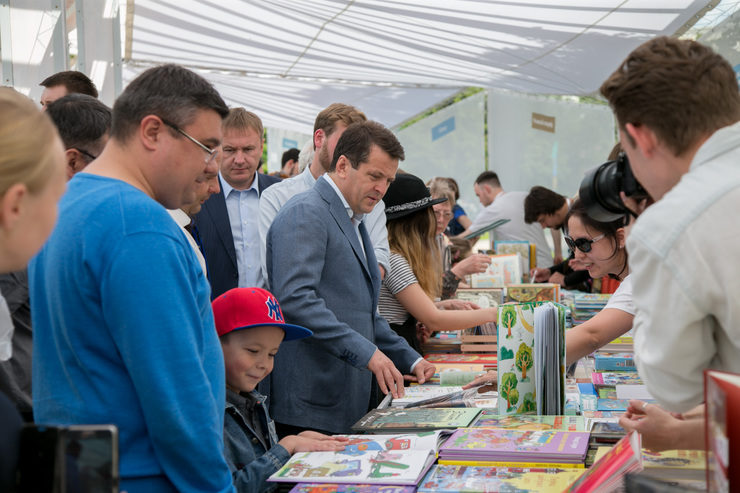 "The summer book festival in the park ""Chernoe Ozero"""