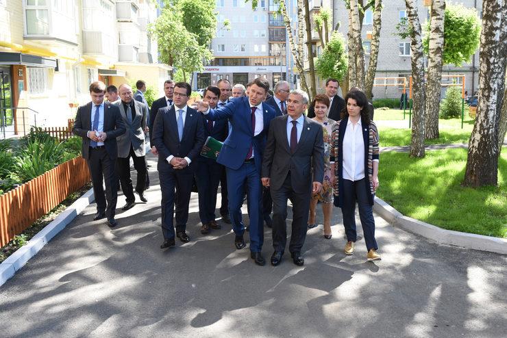 Президент РТ Р.Н.Минниханов посетил ряд учреждений и объектов Кировского и Московского районов Казани