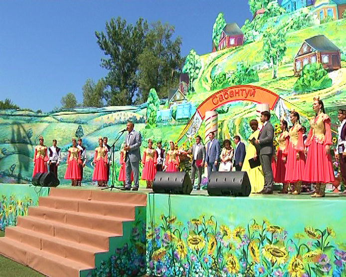 Kazan citizens celebrate the national holiday Sabantuy