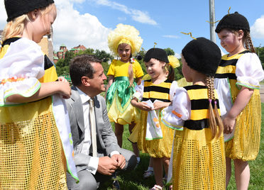 "I. Metshin listened to the noise orchestra and talked to ""bees"" at the site of the ""Flower Festival"""