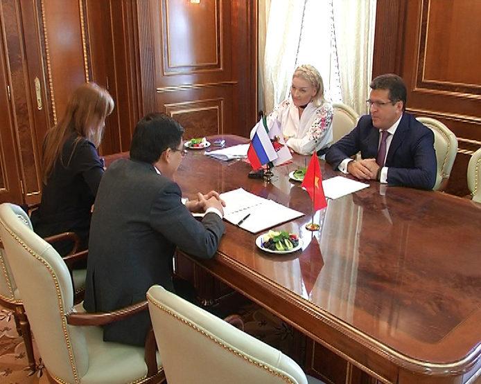 Ильсур Метшин встретился с Генеральным консулом Вьетнама в Екатеринбурге Ву Зуй Мынгом
