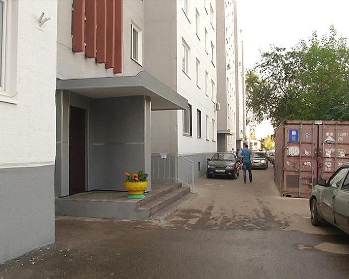 И.Метшин осмотрел дом №52 по ул.Чуйкова, пострадавший после затопления