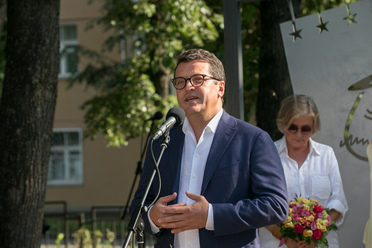 "I. Metshin at the opening of an art object in the Aksenov square: ""V. Aksenov in my heart is a separate golden page"""
