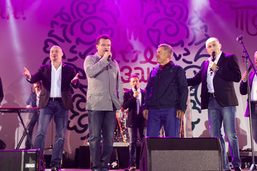 "R. Minnikhanov and I. Metshin sang with ""Turetsky Choir"" at the ""Song Festival"" in Kazan"