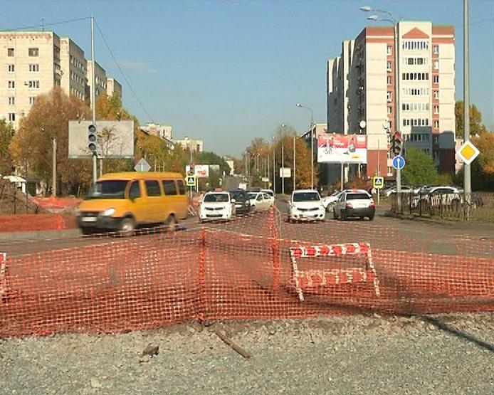 И.Метшин осмотрел ход дорожных работ на ул.Баруди и ул.Серова