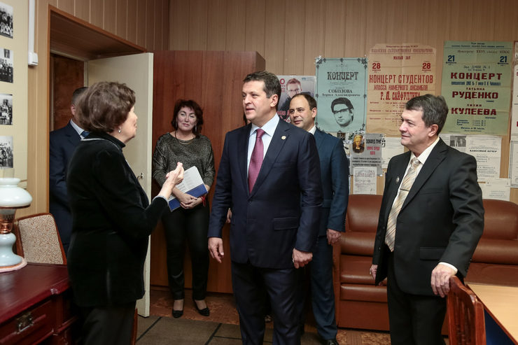 Ilsur Metshin visited one of the oldest music schools in Kazan