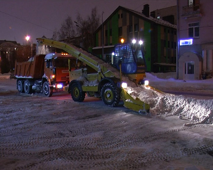 """I. Metshin inspected the night work of snow-removing machinery on the city streets as part of the plan """"Buran"""""""