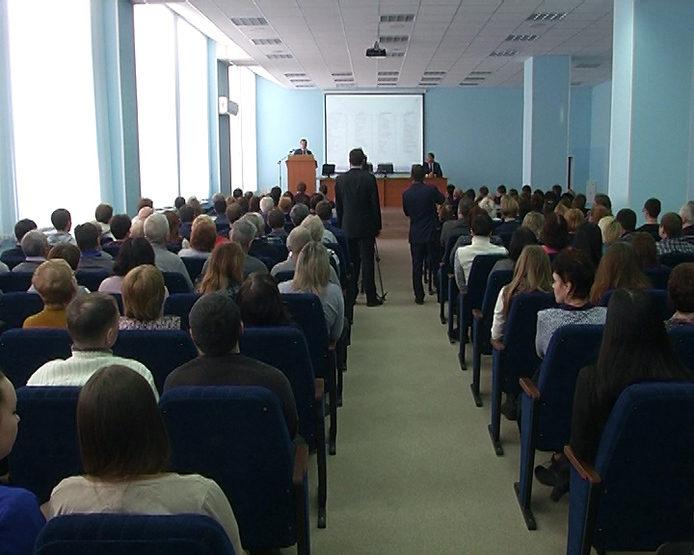 И. Метшин встретился с коллективом АО «Казанский оптико-механический завод»