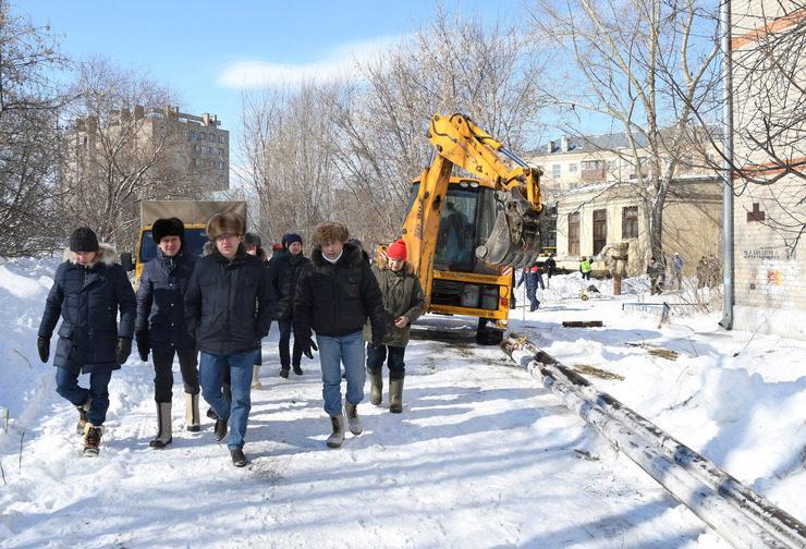 Ильсур Метшин проинспектировал ход работ по восстановлению отопления в 12 домах Казани после аварии на котельной