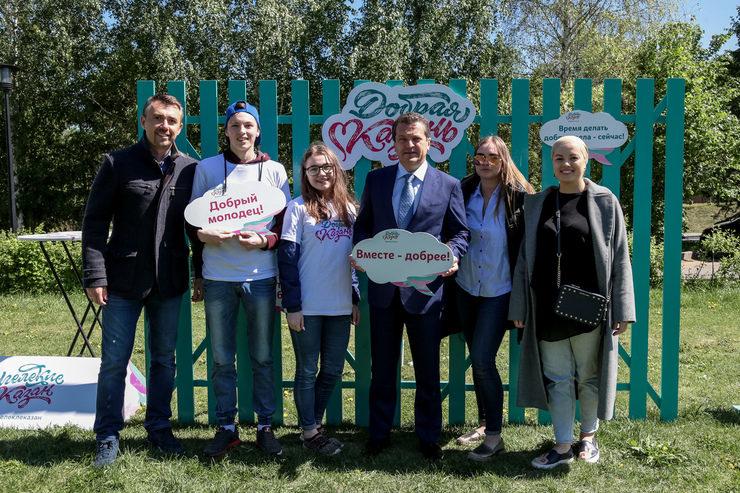 Хэндмэйд сувениры, мастер-классы и зарядка с Клавой Кокой: в Казани проходит «Ярдәм bazaar»