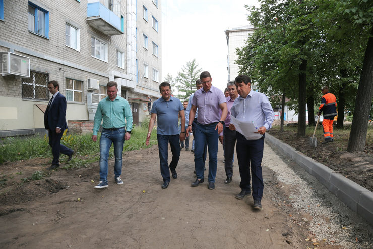 The Mayor of Kazan inspected the process of the capital repair of the apartment building on Dekabristov Street.