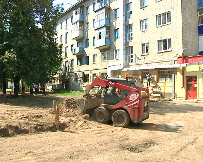 I. Metshin inspected the process of the overhaul of the house №100 on Dekabristov Street