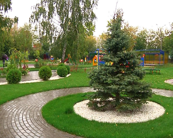 """I. Metshin inspected the landscaped territory of the kindergarten and primary school """"Lyceum-Engineering Center"""""""