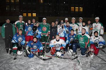 15-нче мәктәпнең яшь хоккейчылары белән матч белән Илсур Метшин кышкы спорт сезонына старт бирде