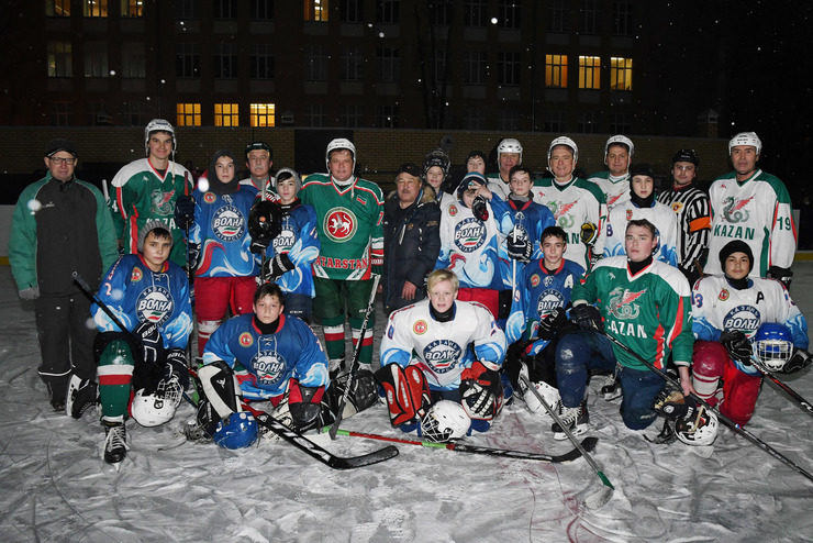 Ilsur Metshin opened the winter sports season with a match with young hockey players of the school №15