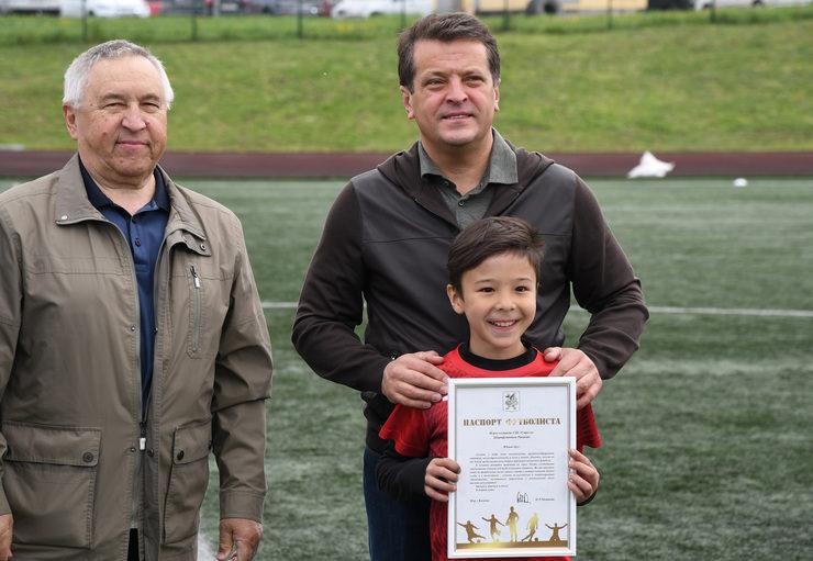 На стадионе казанской спортшколы «Мирас» разыгрывают Кубок открытия летнего футбольного сезона