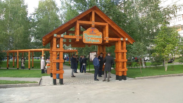 Ilsur Metshin congratulated residents of Novo-Savinovsky district houses on the opening of a landscaped yard