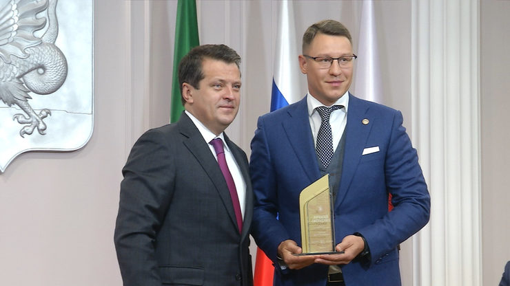 I.Metshin awarded Sergey Mironov as the best employee in the field of municipal administration of Kazan