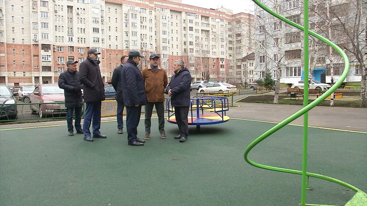 The mayor of Kazan checked the improvement works of the yard at Chetayev street