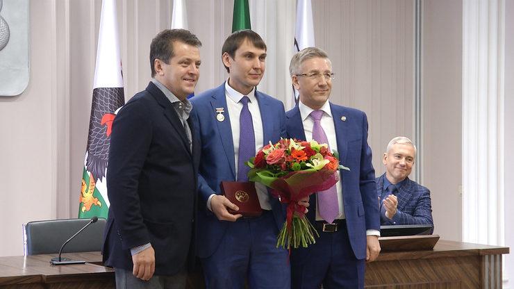 Министр финансов Татарстана вручил в Исполкоме Казани ряд наград