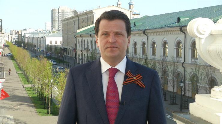 Мэр Казани поздравил жителей города с 75-й годовщиной Великой Победы