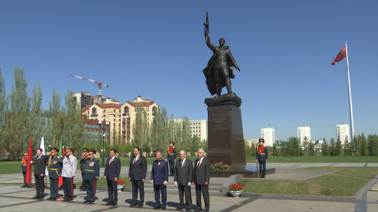 В парке Победы Казани открыли монумент Советскому солдату