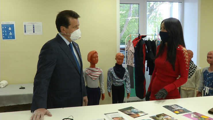 I.Metshin visits a tailor shop for children with disabilities
