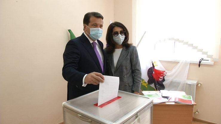 Илсур Метшин ТР Президентын һәм Казан шәһәре Думасы депутатларын сайлауларда тавыш бирде