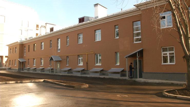 И.Метшин проинспектировал ход капремонта двора и дома по ул.П.Лумумбы, 46