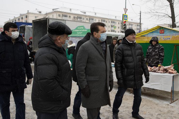 И.Метшин ознакомился с работой сельхозярмарки в Вахитовском районе