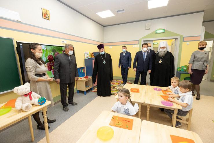 Р. Миңнеханов һәм И. МетшинИзгеГурийисемендәге православие гимназиясенең мәктәпкәчә белем бирүрухи-агарту үзәгендә булды