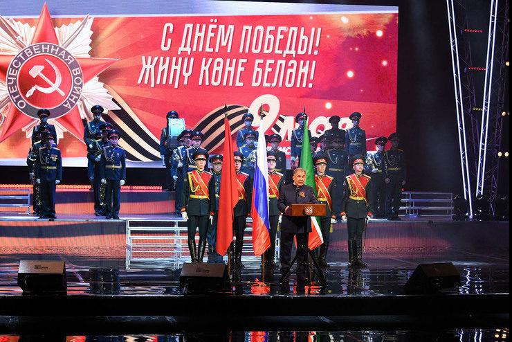 Рустам Минниханов вручил награды погибших участников Великой Отечественной войны их родственникам