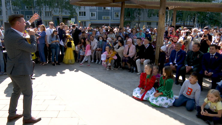 Рустам Минниханов и Ильсур Метшин побывали на празднике двора по улице Чуйкова