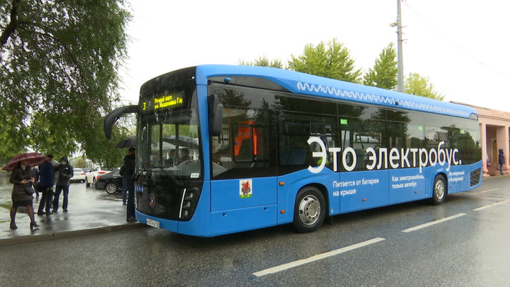 Президенту Татарстана показали новый электробус производства завода «КамАЗ»