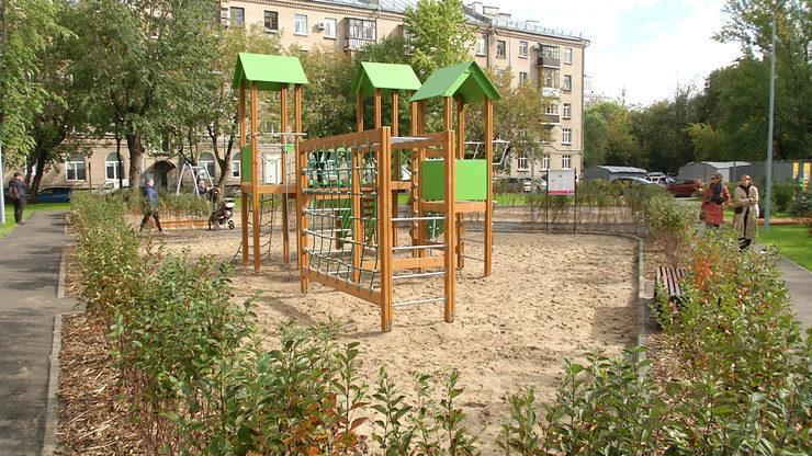 The Mayor of Kazan inspects the renovation of the yard on Vosstaniya Street