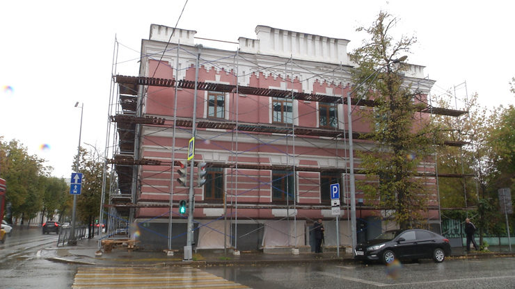 The Mayor of Kazan inspects the progress of renovation at Music School No.1