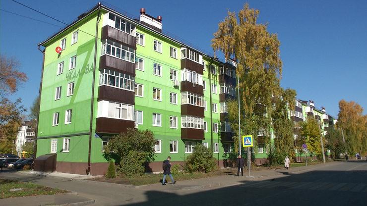 I.Metshin visits the renovated yard on Chkalov Street and the swimming studio