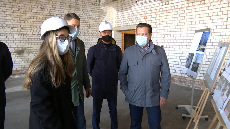 I.Metshin inspects the progress of the construction of the center for supplementary education on Biryuzovaya Street