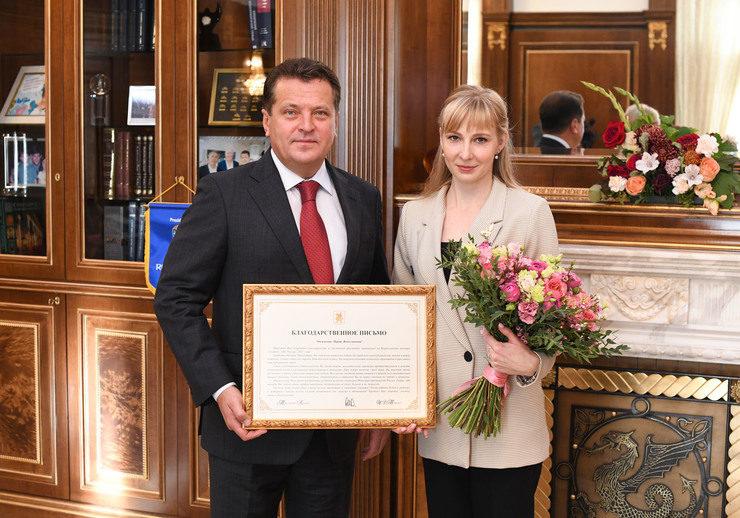Kazan Mayor Ilsur Metshin meets with Maria Golovanova, the finalist of Russia Teacher of the Year contest